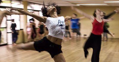 Du möchtest die Gefühle anderer besser identifizieren? Dann lerne zu tanzen