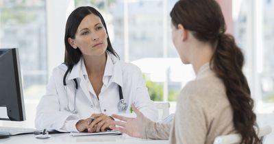 Ärzte verraten: Diese 5 Fragen sollte man ihnen immer stellen