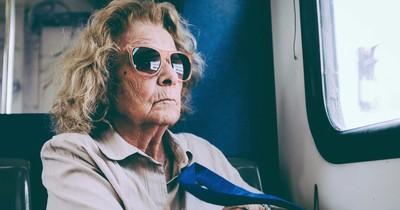 Warum du älteren Menschen keinen Sitzplatz im Bus anbieten solltest