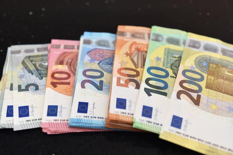 Zu sehen sind verschiedene Euro-Geldscheine