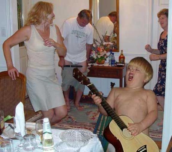 Bei der Party leben sich alle aus.