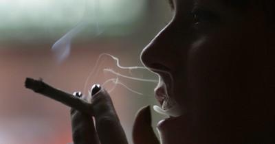 Darum sei Rauchen in der Schwangerschaft okay, meint Nathalie
