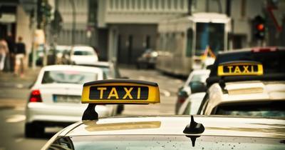 Wähle sofort den Notruf, wenn du ein Blink-Signal auf einem Taxi siehst