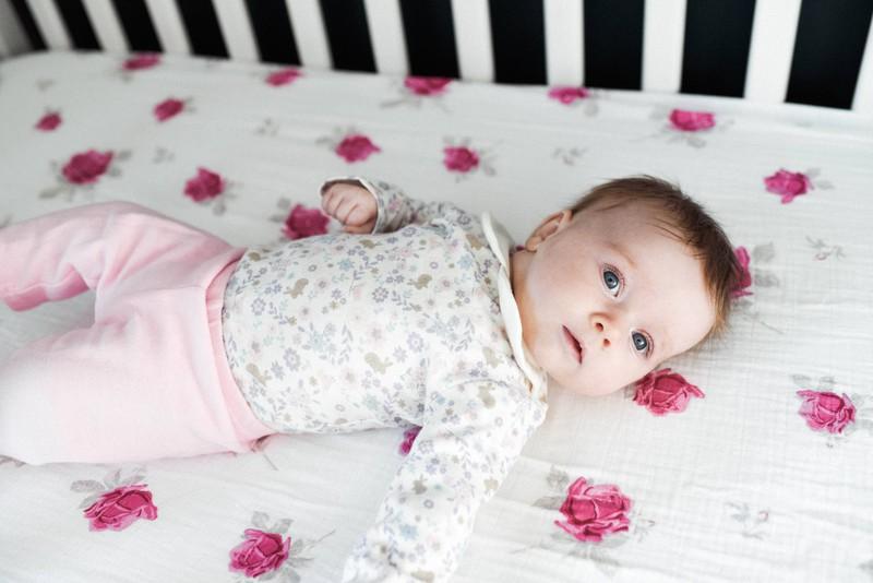 Eine Amerikanerin erklärt, dass sie Kinder immer aufweckt, bevor sie auf sie aufpasst, um sicherzustellen, dass es ihnen gut geht.