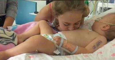 Das Mädchen pustet auf den Bauch ihrer sterbenden Baby-Schwester - da geschieht das Unmögliche!
