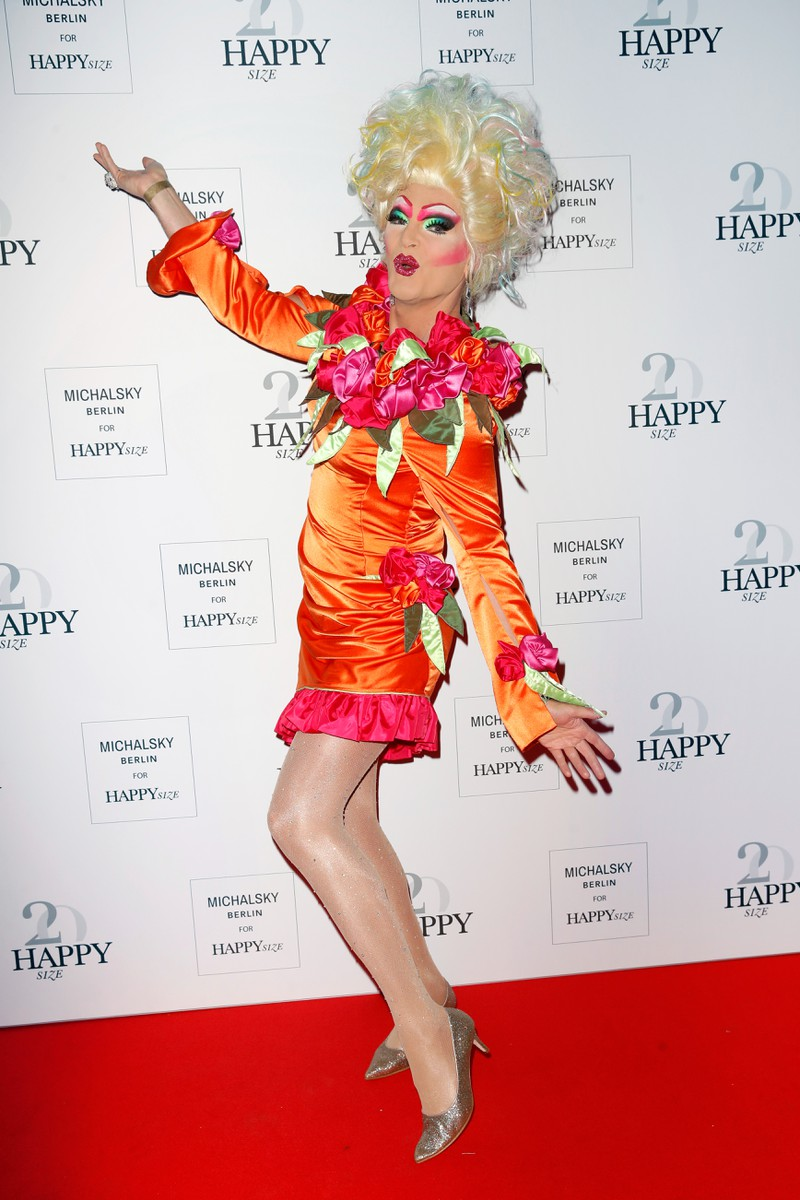 Die Drag-Queen ist bekannt für ihr auffälliges Make-up.