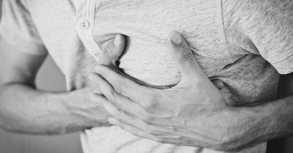 Herzinfarkt kündigt sich vorher an: 5 Symptome