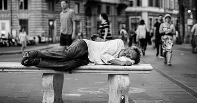 Ordnungsamt verteilt Knöllchen an Obdachlose