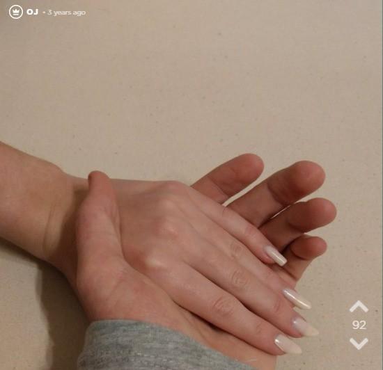 Die Freundin vom Oj hat sehr schöne Nägel