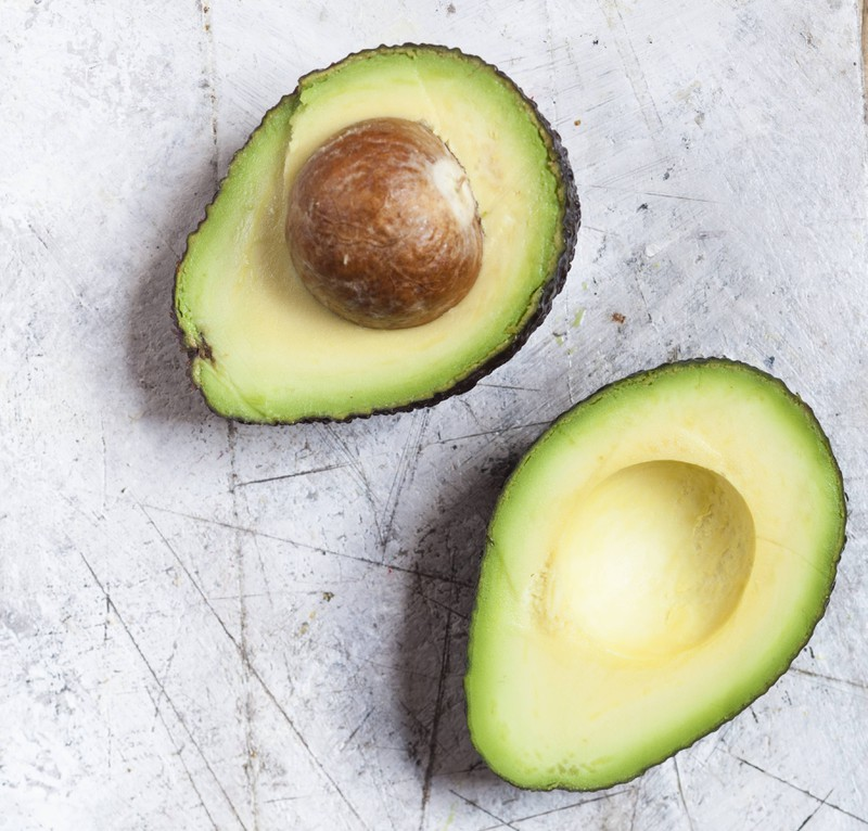 Durch den Backofen kann die Avocado in nur 10-60 Minuten reifer gemacht werden.