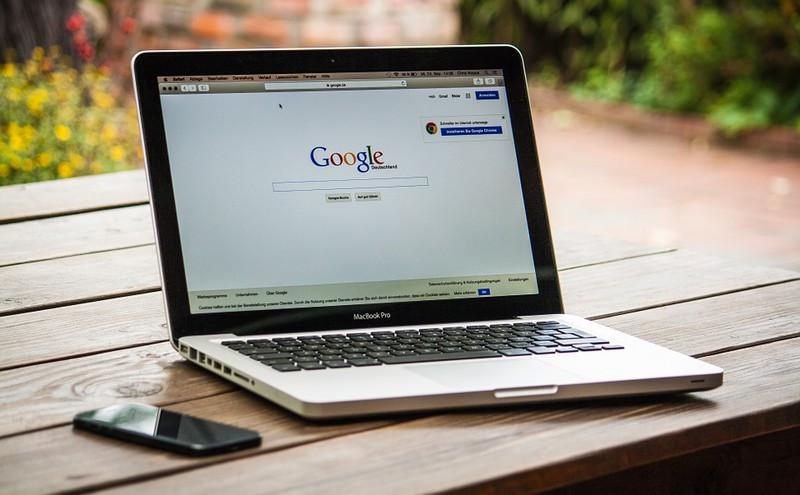 Mann trennt sich – weil er Frau auf Google Maps mit anderem erwischt
