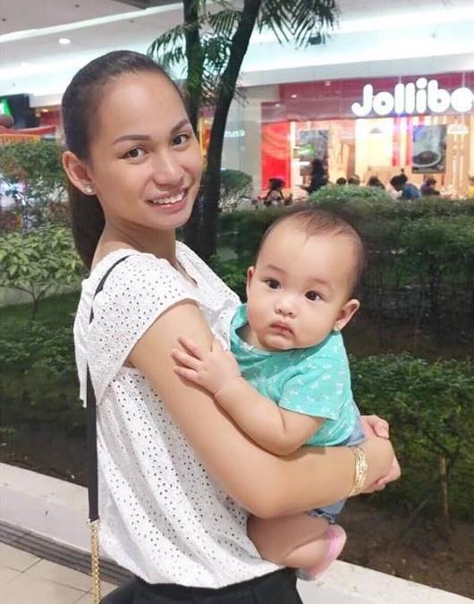 Stewardess stillt fremdes Baby - so reagiert die Mutter