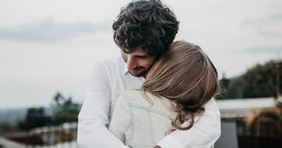 Frau findet Verlobungsring und will Nein sagen - weil er ihr zu hässlich ist