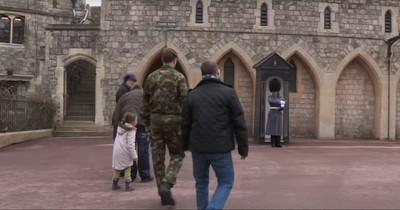 Soldat darf sich nicht bewegen - Dann besucht ihn sein Bruder mit Down-Syndrom