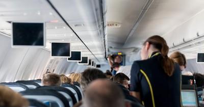 Er wollte einen Fensterplatz im Flugzeug