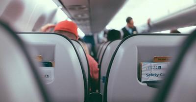 Flugbegleiter erzählt: Nie die Sitztasche im Flugzeug benutzen