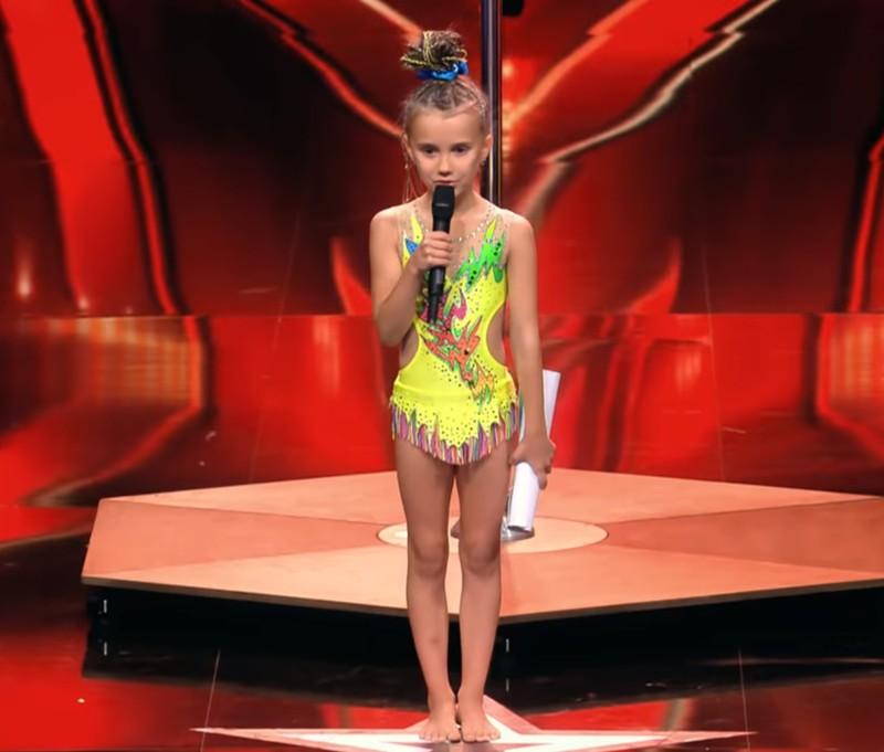 Supertalent Fans entsetzt: 8 Jährige beim Pole Dance!