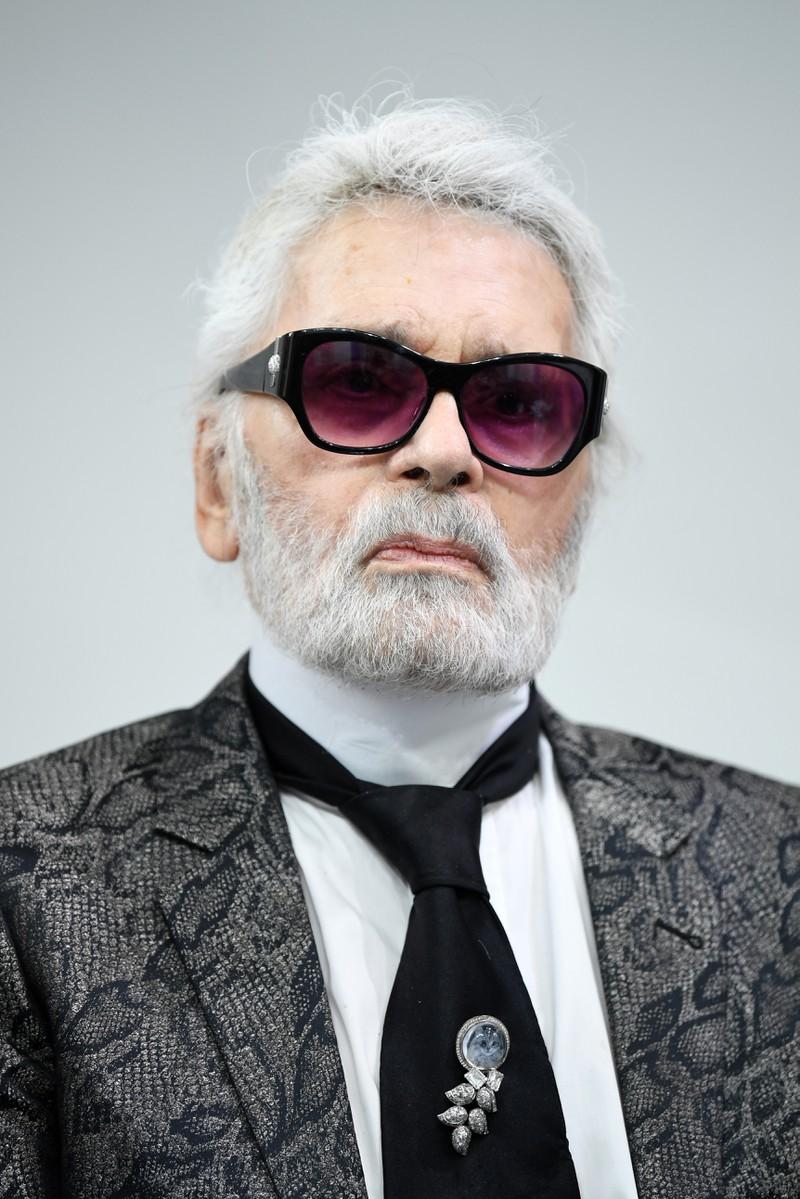 Was ist mit Karl Lagerfelds Zähnen los?
