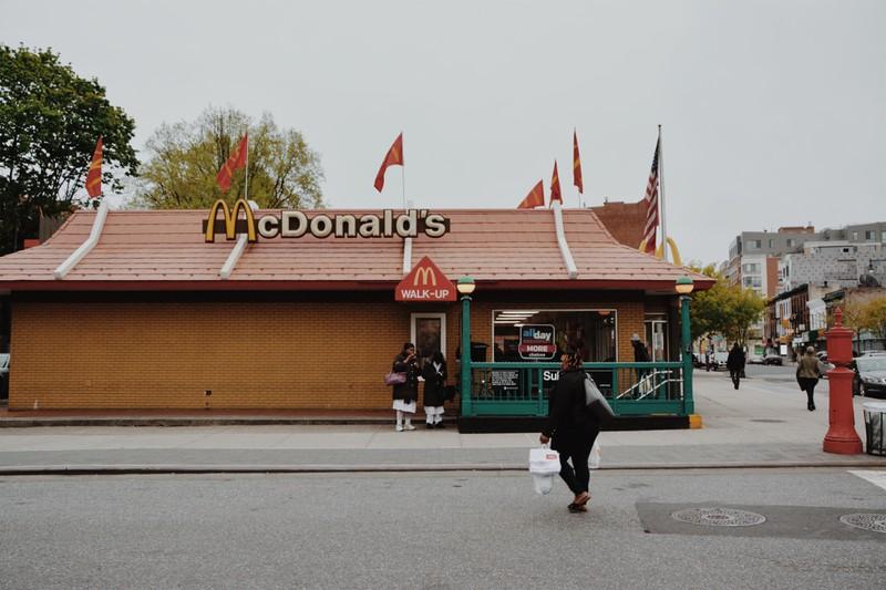 McDonalds veräppelt Burger King - Dieser kontert genial