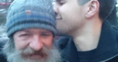 Sohn sucht Vater über Twitter - Und findet ihn
