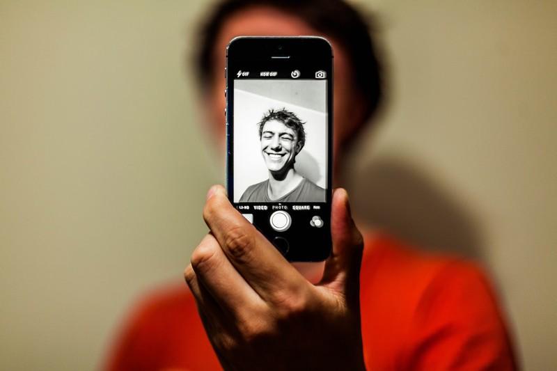 Warum du keine Schwarz-weiß-Bilder von dir hochladen solltest: