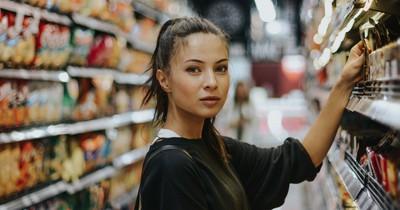 Verkäuferin rächt sich an unfreundlicher Kundin – auf die beste Art ever