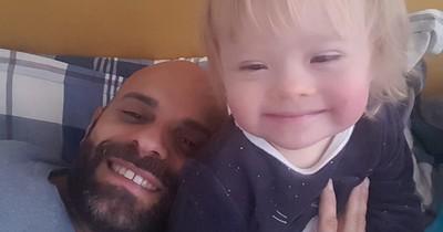 Single-Mann adoptiert Baby mit Down-Syndrom