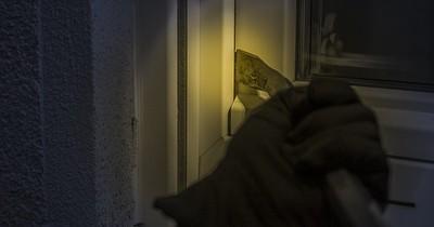 Einfach und leise: So knacken Einbrecher die Wohnungstür