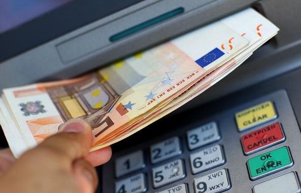 Geldscheine aus Bankautomat