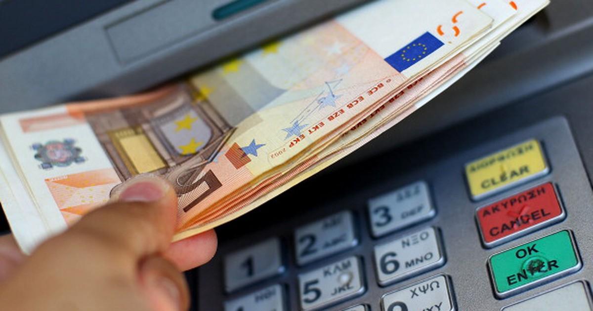 Nach Sicherheitslücke: Mann klaut 1 Million Dollar aus Geldautomaten