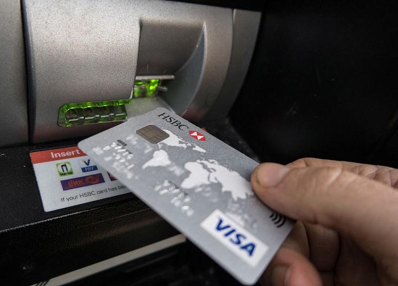 Kreditkarte vor Kartenleser