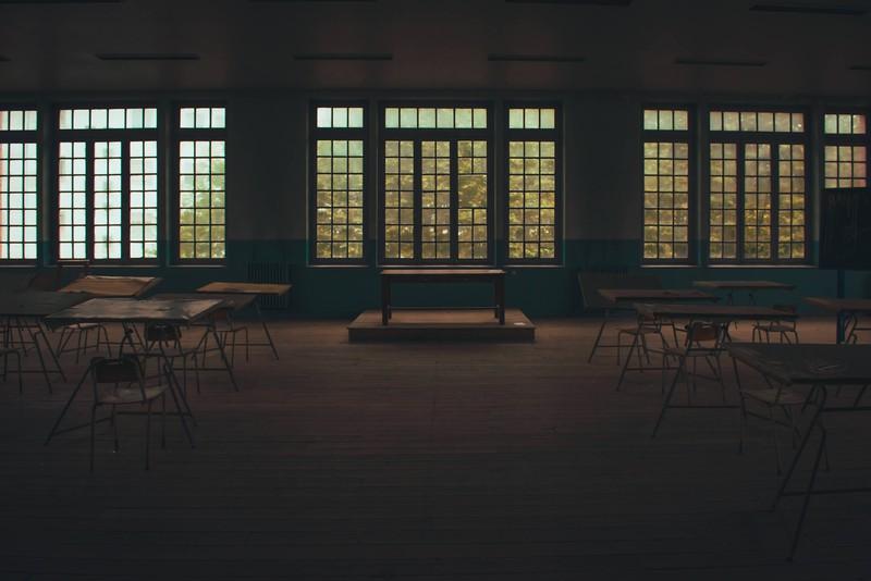 Eine gruselige Lagerhalle, in der sich paranormale Dinge abspielen könnten