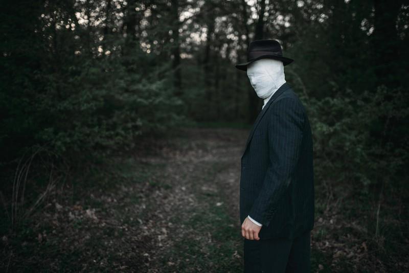 Man sieht einen verkleideten Mann an Halloween, an dem Tag auch gruselige Dinge passieren können