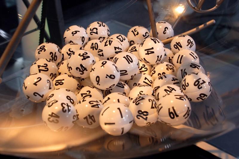 Wir hätten vermutet, dass die Lottokugeln nicht einfach nur Tischtennisbälle sind.