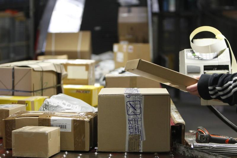 Vorsicht vor Betrügern bei Post- und Paketsendungen