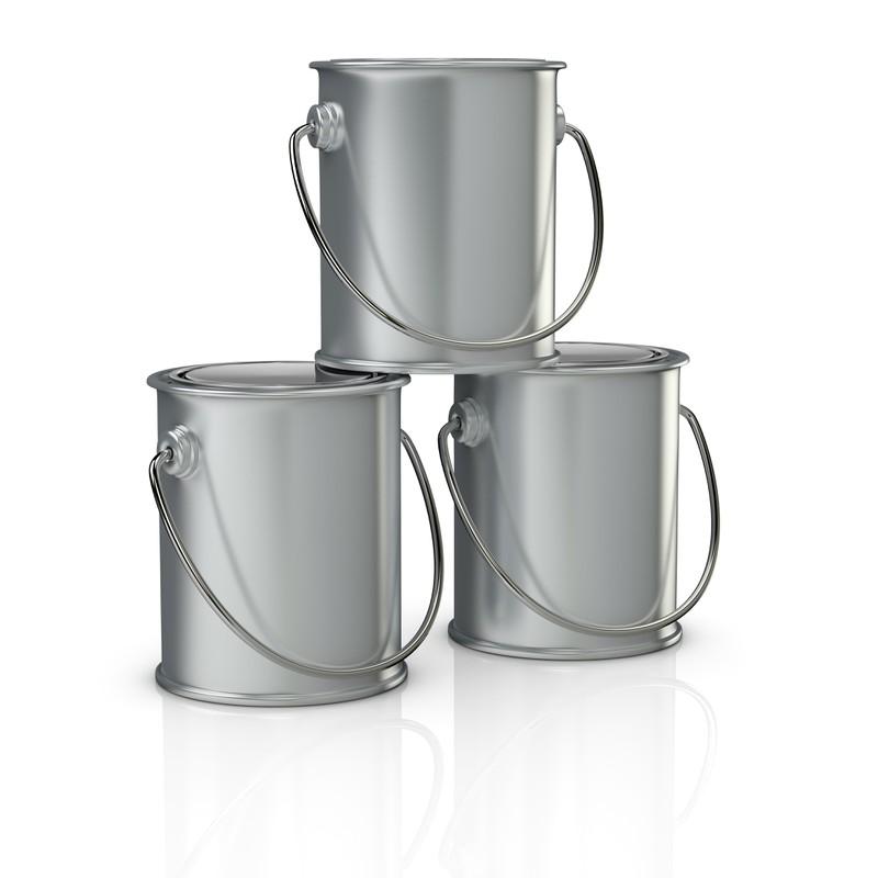 Drei gestapelte Blechdosen