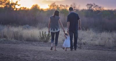 Eltern-Geständnisse: Eltern hätten sich gewünscht, dass jemand ihnen das vorher gesagt hätte