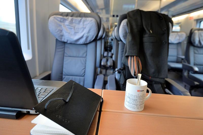 DB: Weil er glaubt, sein Sitznachbar gehöre nicht in die 1. Klasse, ruft Passagier den Schaffner