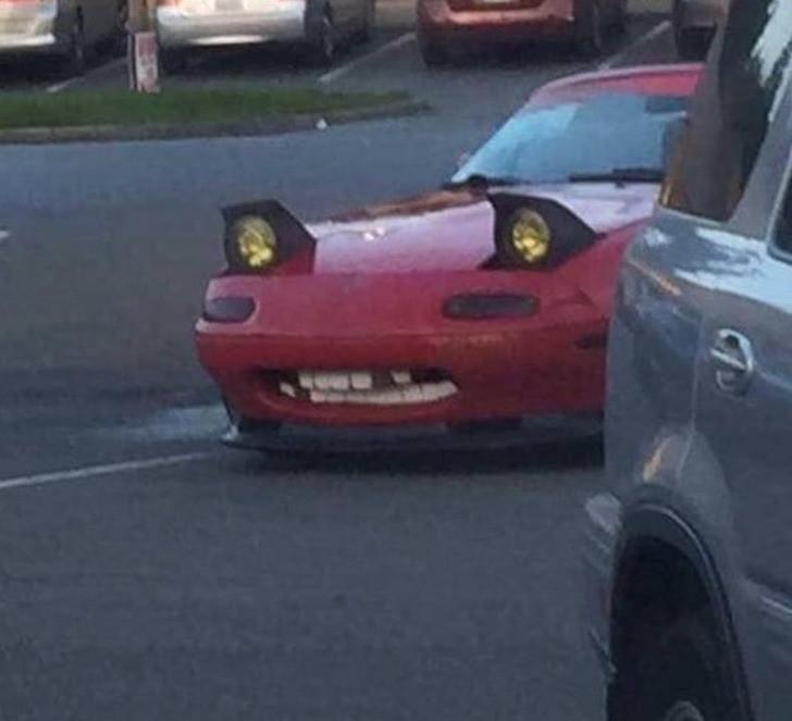 Gebt es zu: Ihr seht euch immer Gesichter in Autos? Spätestens nach dem Bild!