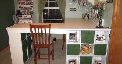 Er schraubt 3 IKEA-Regale zusammen - und verwandelt damit das gesamte Zimmer.