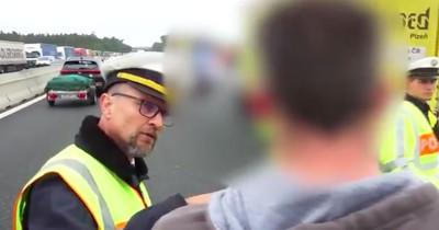 Polizist rastet wegen Gaffern aus - jetzt geht das Video viral