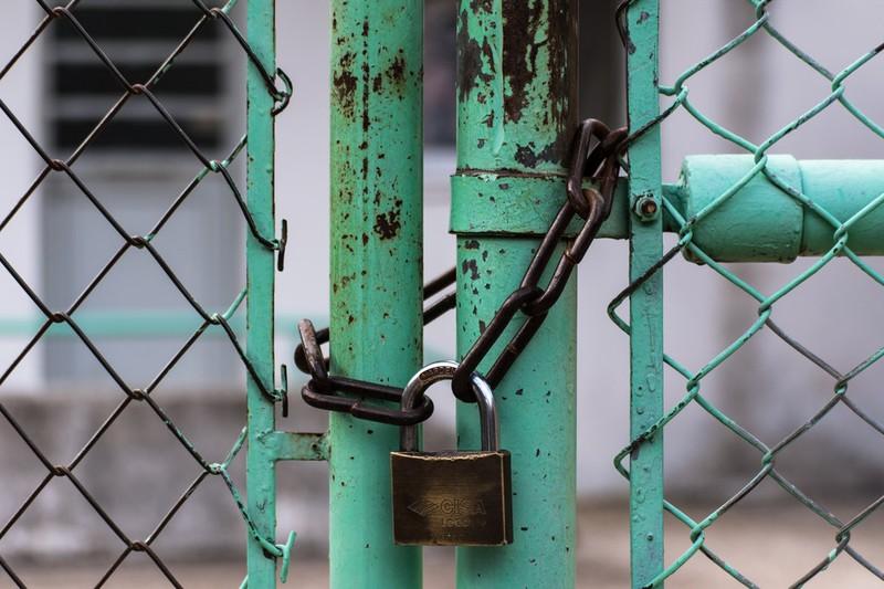 Dieses Bild zeigt eine verschlossene Tür.