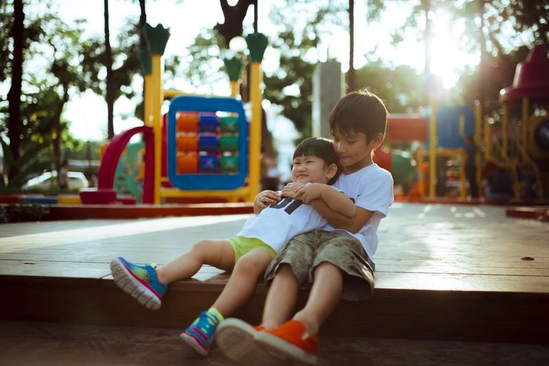 Dieses Bild zeigt zwei Freunde/Brüder.