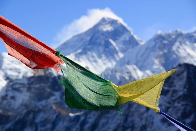 Dieses Bild zeigt einen Wegweiser auf den Mount Everest.