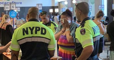 Ladendiebin wurde festgehalten - doch dann zahlte die Polizei für ihr Essen