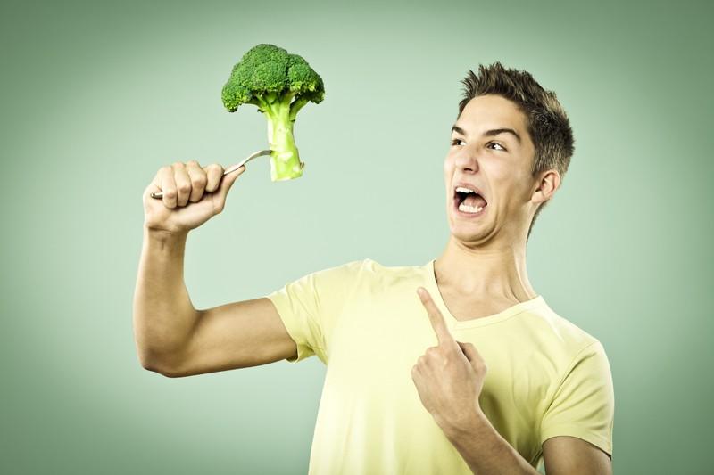 Mann mag kein Brokoli