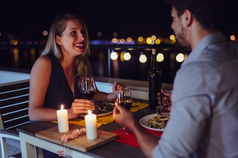 1. Date eines Paares beim romantischen Date