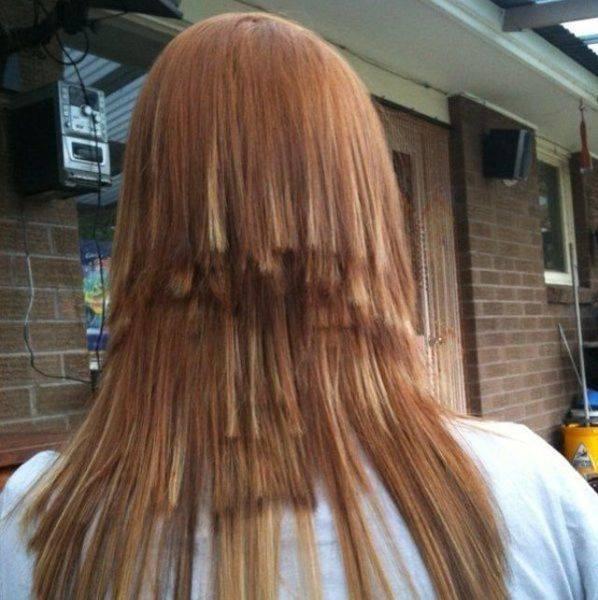 frau mit katastrophalem Haarschnitt