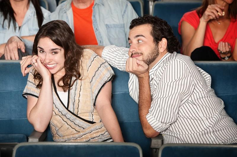 Paar im Kino beim Date
