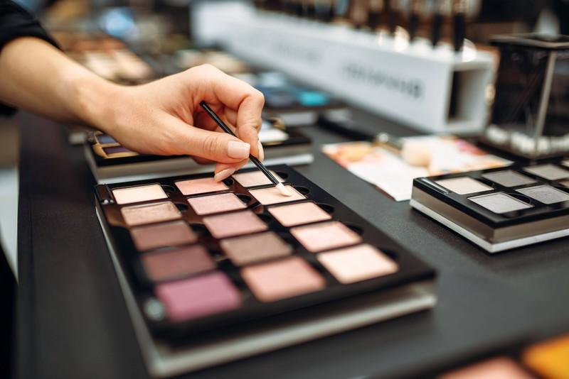 10 Make-Up-Fails, die du niemals nachmachen solltest: Eine Make-up-Palette